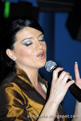Edona Llalloshi - Muzik Shqip | Shqip stars | Download Music | MP3 Shqip | Kengetar - edona_llalloshi